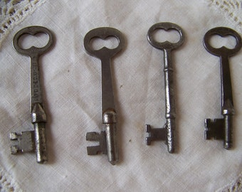 Vintage Skeleton Keys (lot of 4)Antique Skeleton Keys.Skeleton Key Necklace.Jewelry Making Supplies.Industrial Decor.Free Shipping U.S.