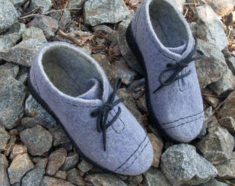 Outdoor felted boots with PU-soles. Organic womens shoes. Woolen shoes in grey lilac. Size 8