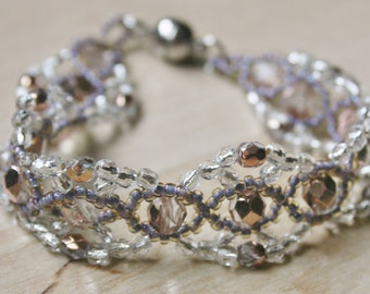 Beaded bracelet with glass facet beads