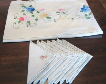 """Tablecloth 85"""" x 65"""" vintage,decorative,handcrafted plus 8 table napkins made of the best cotton fabric and yarn,patchwork,needlework"""