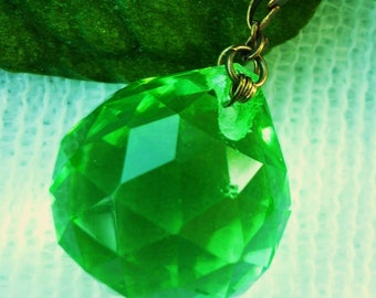 Necklace trend, bronze necklace + green faceted glass pendant