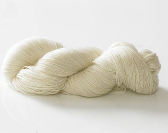 Undyed Superwash Merino and Nylon 4 Ply Sock Knitting Yarn - 1kg (10 x 100g hanks)