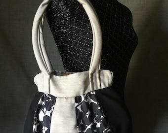 Tote style handbag