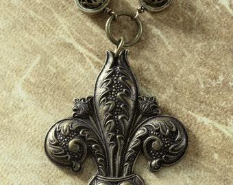 Neo Victorian Jewelry - Necklace - Brass Tone Fleur de Lis - Antique bronze