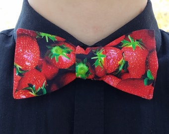 Strawberry Bowtie, Adjustable