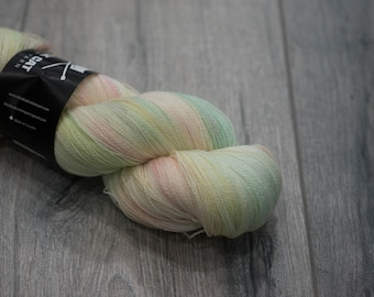 Canadian Hand-dyed yarn 100% Superwash Merino Lace Yarn 113g 980 yards Lace weight. Pixie Dust. Multicolored variegated yarn.