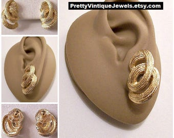 Monet Loop De Loop Pierced Earrings Gold Tone Vintage Textured Circles Long Open Strand Dangles