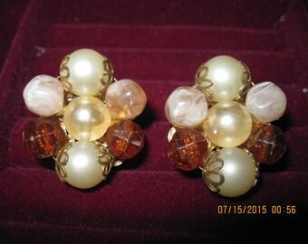 Vintage ROMANTIC FABULOUS Topaz,Faux Pearl & Peach Cluster Clip Earrings... ESTATE Found..#8126
