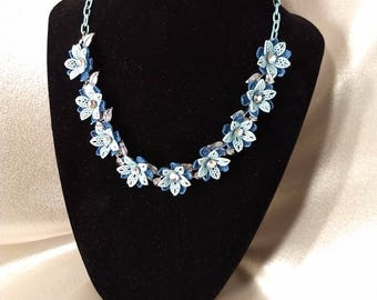 Pretty Sweet Blue Flower Necklace w/ Aurora Borealis Beads (Coro?)