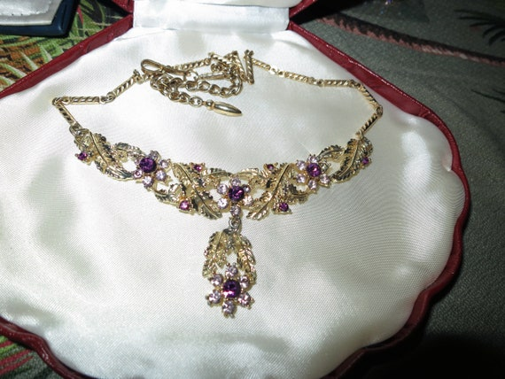 Beautiful 1950s goldtone amethyst glass dropper necklace