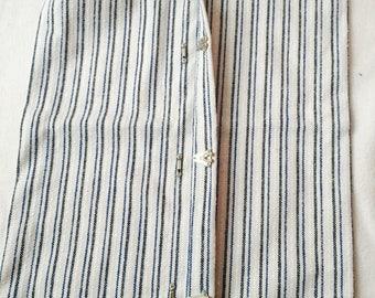 Fabric for dress up setting hangs Montessori 30 cm * 40 cm closed