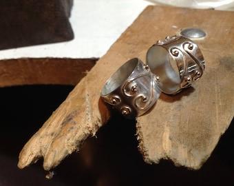 wide  curvilinear design rings
