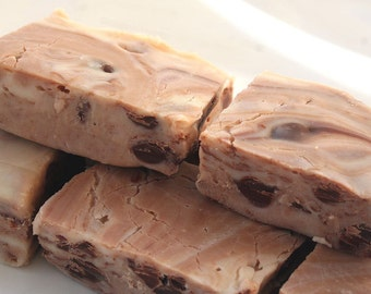 Marbled White Chocolate Fudge with Milk Chocolate Chips - 1 Pound (About 18 Pieces)