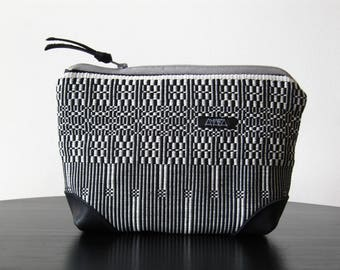 small bag, Clutch or Necessaire, handwoven , with zipp and cotton inlay