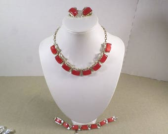 Beautiful Vintage Gold Tone Red Thermoset Parure, Necklace, Bracelet And Clip On Earrings  DL# 4977