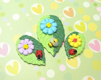 Leaf buttons Ladybug buttons Bee buttons Girls jewelry Button Collecting Large buttons Embellishments Decorative buttons Flower button set
