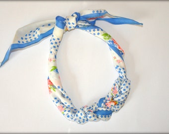 Collier écharpe Vintage Pastel printanier - bleu à pois et fleurs