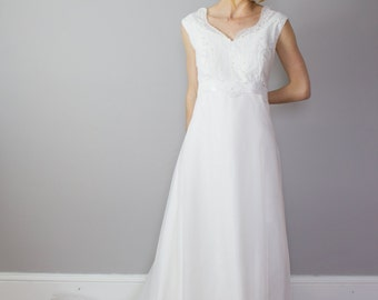 Vintage 1970's Wedding Gown / chiffon / lace / satin / Size M