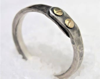 Ring man in silver and gold, silver ring with two screws in gold.