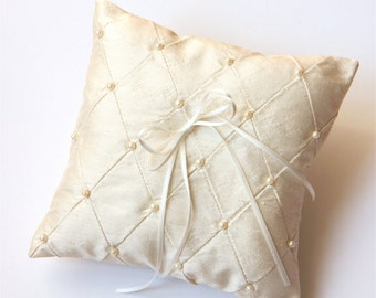 ring cushion with pearls