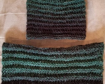 Ombre green and black cowl and beanie set.