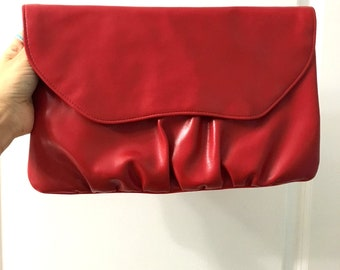 Vintage RED VINYL Clutch Purse / Cherry Red Envelope Purse / 80s Faux Leather Clutch
