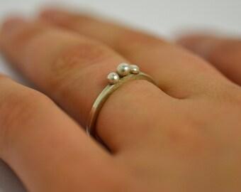 Stacking dot ring