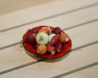"Dollhouse Miniatures "" Mixed onions, blond red and white - Artisan Handmade Miniature in 12th scale. From CosediunaltroMondo"