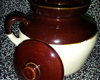 Bean Pot with lid ....Big ~~16 cup full to the top