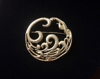 Stunningly Detailed Vintage M. Jent Circular Mermaid/Swimming Woman in Flowing Gold tone Waves Brooch