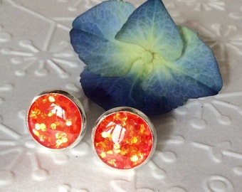 Round flame sparkly resin stud,glitter resin stud silver plated post earrings,resin earrings,tiny stud,glitter stud,sparkly stud