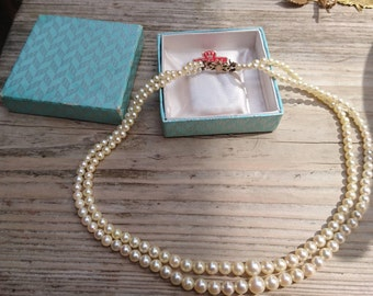 Vintage boxed Cultured pearls with a 9ct gold clasp