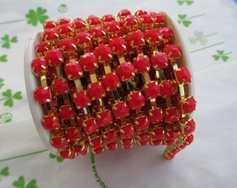 New item Opaque color rhinestone chain ( Gold tone ) 5mm stone 50cm Red