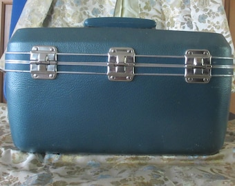 Train case travel blue Hawthorne Luggage  hard side vinyl 1960's vintage cosmetic bag