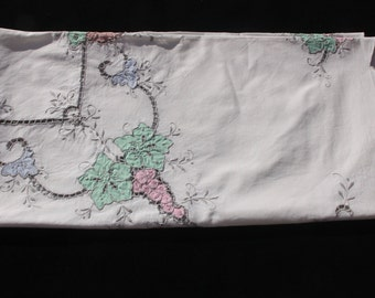 A Large Pale Cream Cotton Vintage Appliqued Table cloth - 50 inches x 48 inches. ( 127 x 122 cm) and Six Matching Napkins.