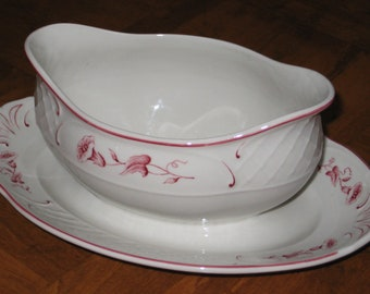 """Villeroy Boch """"Val Rouge"""" Gravy Boat and Attached Underplate"""