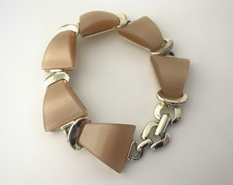 Vintage Light Brown Peach Thermoset Bracelet - Triangle Lucite Plastic Thermoset Pieces - Light Sienna Moonglow Gold Tone Links 50s 1950s