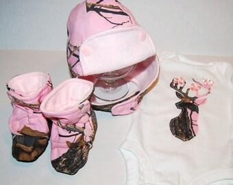 Pink Mossy Oak Camo Baby girl outfit  Camo going home outfit. camo baby hat  warm baby hat pink camo baby booties deer bodysuit
