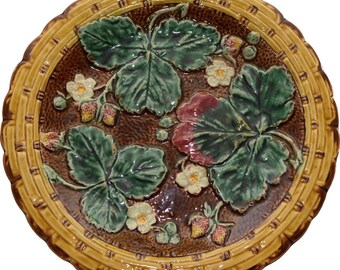 """Majolica Brown Strawberry and Leaves 8 1/2 """" Plate"""
