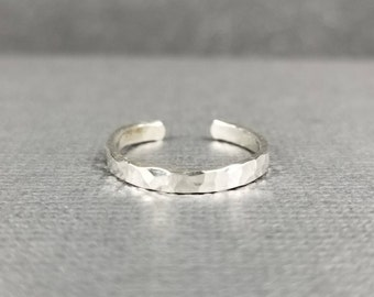 Sterling Silver Toe Ring/Hammered Finish/Textured Finish/Minimalist Toe ring/Summer Accessory/Made in Canada