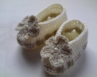Crochet Baby Booties gift ivory beige flower baby shower photo prop