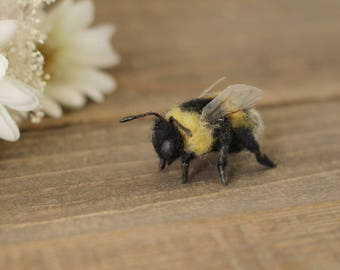 Bumble bee, Needle felt bee, Nature Table, Spring decorations, gift for bee lover