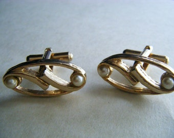 VINTAGE Gold Tone Cuff Links with Pearls