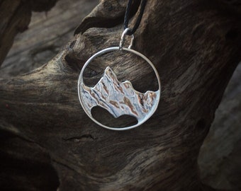 Sterling silver mountains round pendant