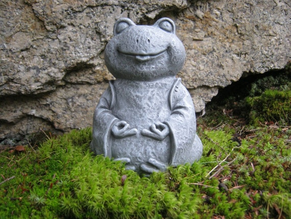 frog statue zen frog buddha meditating yogi frog concrete. Black Bedroom Furniture Sets. Home Design Ideas