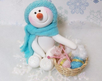 Snowman ornament: Warming up with Knitting and crocheting
