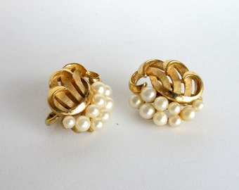Vintage Trifari Textured Swirl Faux Pearl earrings