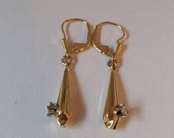 Ein paar Art-Déco-14K Gold und Diamant-Ohrringe, die Diamanten je 0,10 Karat, Deutschland der 1930er Jahre