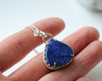 Lapis pendant with filigree details, lapis jewellery, gift for her, handcrafted jewellery, Swedish design, filigree jewellery, lapis lazuli