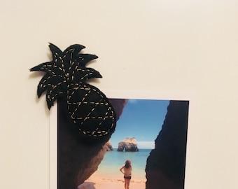Magnet/Magnet refrigerator - felt pineapple